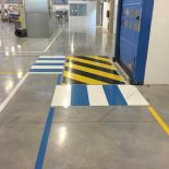 marquage_interieur_zone_danger_resine_sur_sol_beton_quartz